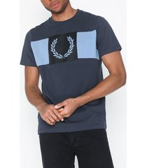 fred perry laurel wreath t-shirt t-shirts & linnen graphite