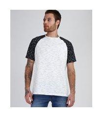 camiseta masculina manga raglan curta off white