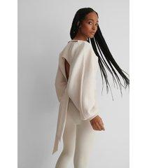 na-kd reborn ekologisk tröja med öppen rygg - offwhite