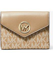 mk portafoglio a tre ante carmen medio in pelle con logo - cammello (marrone) - michael kors