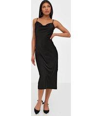 glamorous satin dress klänningar