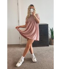 gesmokte jurk met pofmouwen, zachtroze