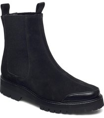 sally suede shoes chelsea boots svart flattered