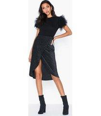 nly trend sparkling wrap skirt midikjolar