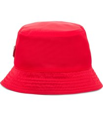 prada re-nylon triangle logo bucket hat - red