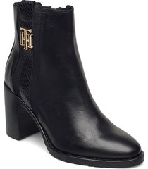 th interlock high heel boot shoes boots ankle boots ankle boot - heel svart tommy hilfiger