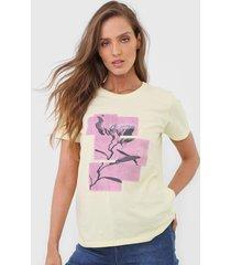 camiseta calvin klein jeans blossom amarela