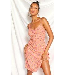excentriek gebloemde zwierige jurk met ruches op de borst, perzik