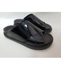 sandalia charol negra tamagiu