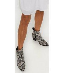duffy snake boots heel