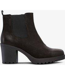 boots grace