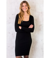 jurk vierkante halslijn zwart