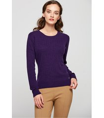 ciemnofioletowy sweter ze splotem warkoczowym