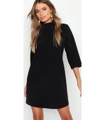 loshangende jurk met hoge kraag en driekwartsmouwen, zwart