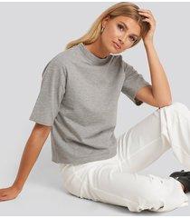 na-kd high neck short sleeve t-shirt - grey