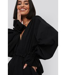 na-kd gathered puff sleeve blouse - black