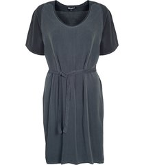 beau t-dress fade-out wassing