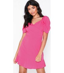 nly trend puffy wrap dress loose fit