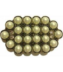 fivela em cintos exclusivos com pérolas em ouro velho
