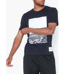 calvin klein jeans photographic road regular s/s t-shirts & linnen mörk blå