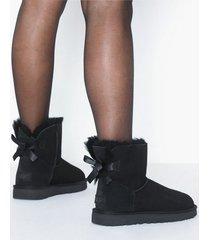 ugg w mini bailey bow ii flat boots svart