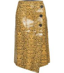 long wrap skirt in snake effect knälång kjol gul coster copenhagen