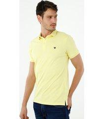 camiseta tipo polo de hombre, silueta confort manga corta, de algodón lycra, color amarillo claro