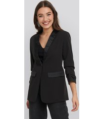 na-kd party gathered sleeve satin collar blazer - black