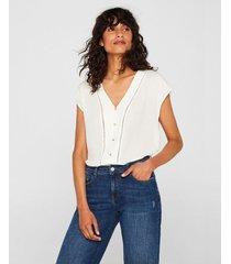 camisa con detalles calados