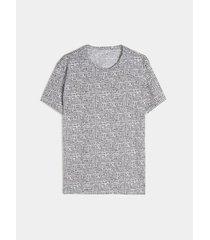 camiseta con estampado geométrico en miniprint