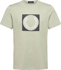 laurel wreath grap. tee t-shirts short-sleeved grön fred perry