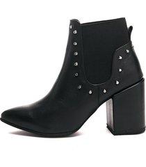 botines  de elastico con taches  para mujer negro mate madame rosé
