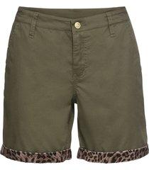 pantaloni chino corti con satin (verde) - bodyflirt boutique