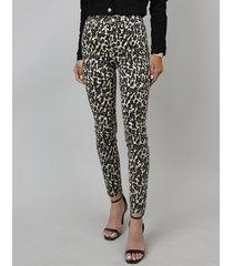 calça de sarja feminina cigarrete estampada animal print bege