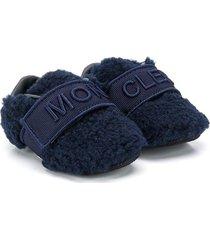 moncler kids faux-fur pre-walker booties - blue