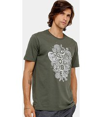 camiseta globe básica moht and bones masculina