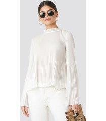 na-kd boho pleated flare cuff blouse - white