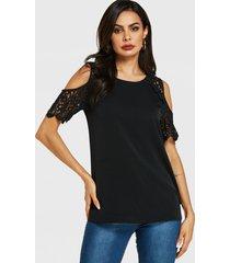 blusa de hombros descubiertos con adornos de encaje de crochet negra