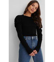 na-kd croppad, stickad tröja med puffärm - black