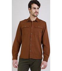 camisa de sarja masculina tradicional com bolsos manga longamarrom