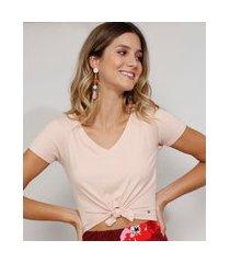 camiseta feminina manga curta cropped canelada com nó decote v rosa claro