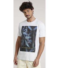 "camiseta masculina ""botanical"" manga curta gola careca cinza mescla claro"
