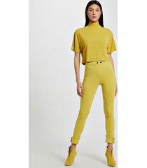calça de malha estruturada legging amarela com abotoamento na barra amarelo yoko