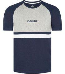 camiseta con cortes slim fit para hombre 08535