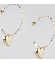 brinco feminino de argola folheado com coração dourado