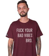 camiseta masculina fuck your bad vibes bordô