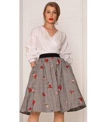 spódnica w haftowane róże