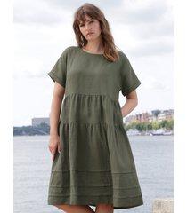 jurk 100% linnen verlaagde schoudernaden van emilia lay groen