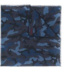 valentino garavani camouflage print scarf - blue