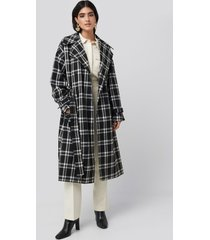 na-kd classic plaid oversized belted coat - black